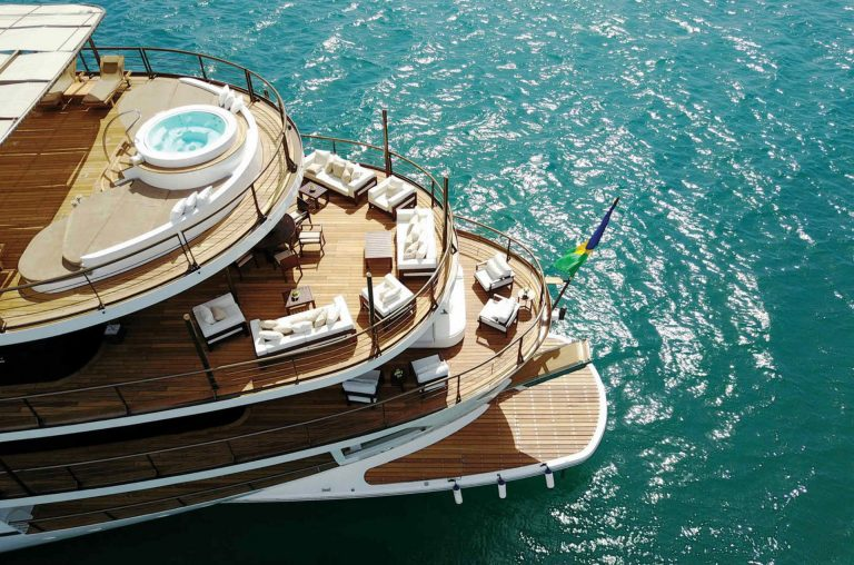 Dreaming of modern amenities on board a vintage lady this is the case. Large groups for cruising or static charters make Chakra the ideal choice.