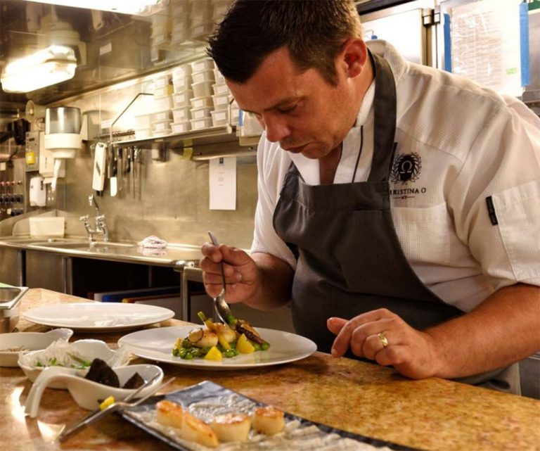 One of the best Michelin star restaurants in France, French Chef D.Perrinel, will cook for the family or a corporate charter of 157 guests or 250 at the quay.
