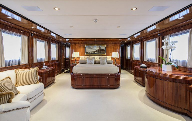 Main Deck with various features.