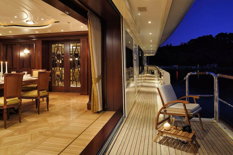 Dining formally allows you to also enjoy the sea breeze and why not gaze at the shimmering waters from the lounger at the balcony.