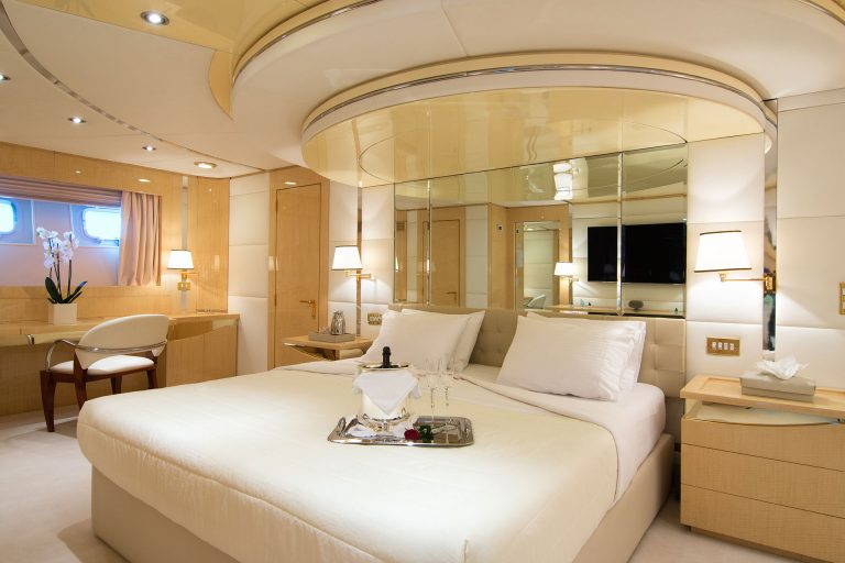 12 guests in 7 Staterooms.