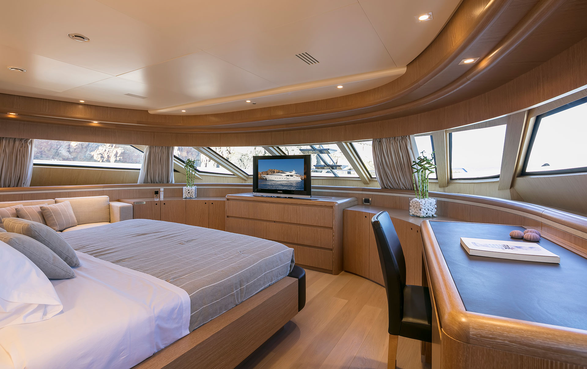 Main Deck Comfortable Access.