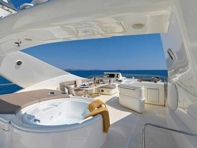 Beauiful Sun deck with Jacuzzi.