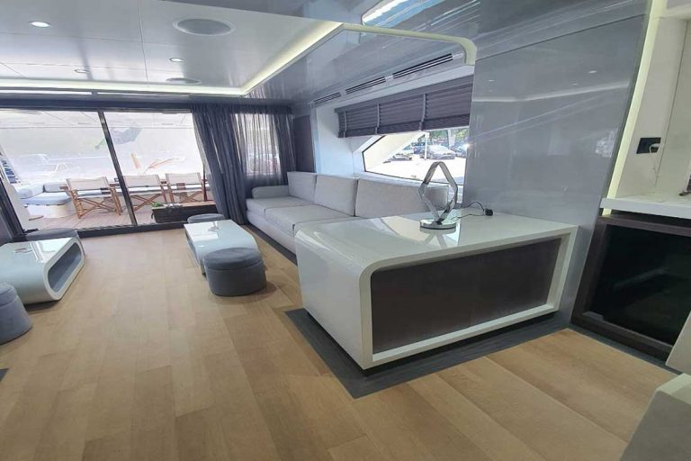 Refit 2020 with modern fixtures.