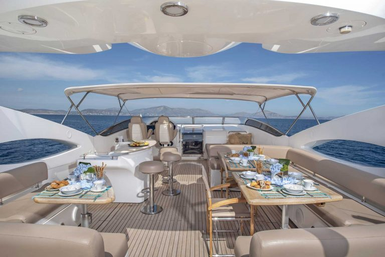 Spralling deck for dining & relaxation.