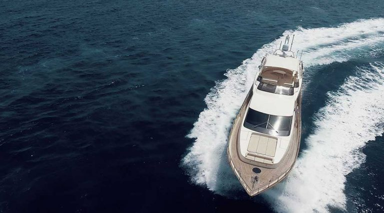 Successful fast planning Azimut 85.