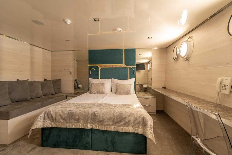 Large accommodation for family or corporate venue.